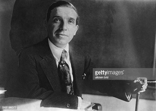 ponzi the boston swindler essay Charles ponzi was a famous boston swindler with a capital of $150, ponzi began to borrow money on his own promissory notes at a 50% rate of interest payable in 90 days in the 1920's, ponzi collected nearly $10 million (a  ponzi schemes: picking up the pieces from a fallen house of cards by jeff sonn, esq.