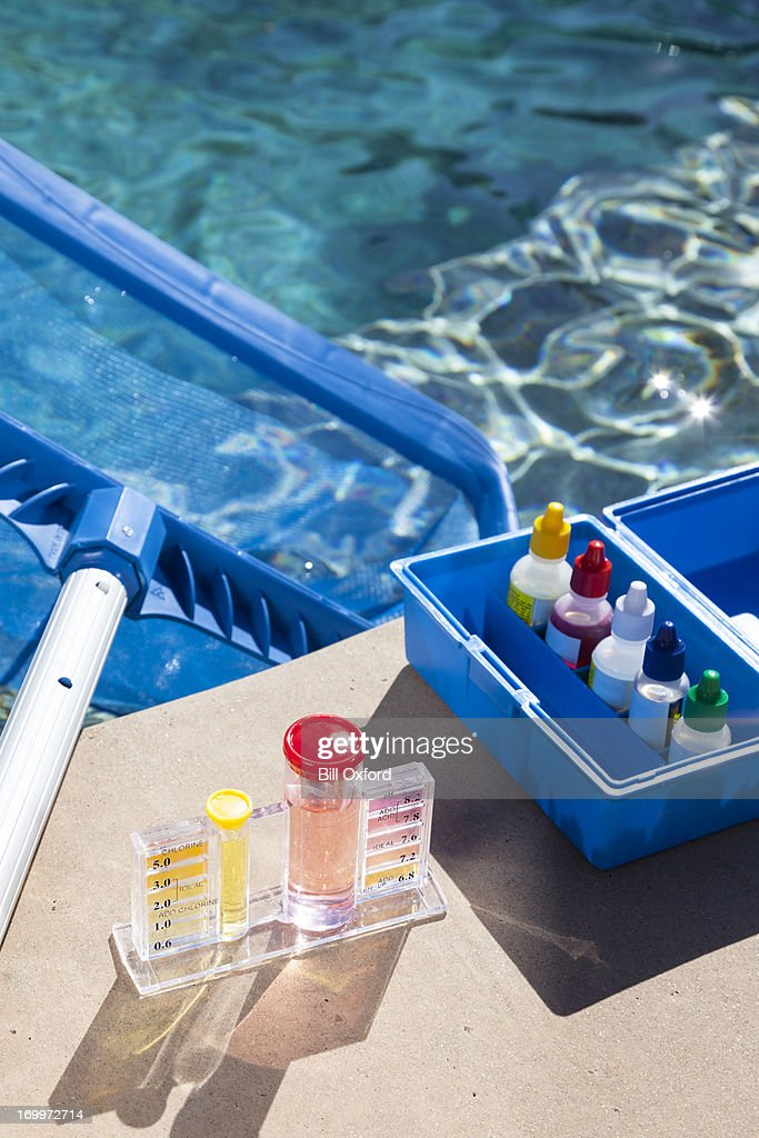 Chimie des tests de la piscine photo getty images for Test de piscine