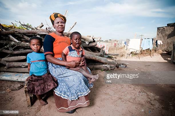 アフリカの家族が