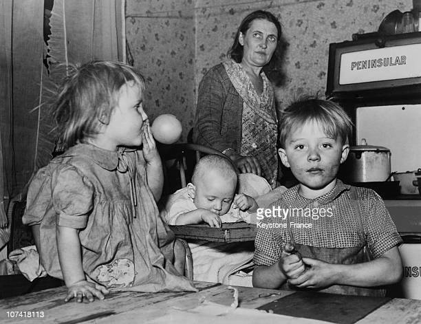 Poor Family At Cleveland In Ohio On January 1939