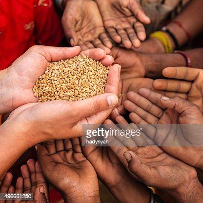 インドのお子様が食べ物を欲,インド