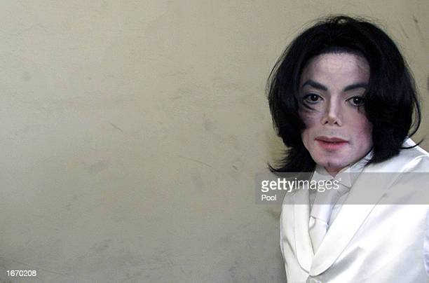 Pop entertainer Michael Jackson arrives outside of court December 3 2002 in Santa Maria California Jackson is involved in a $21 million...