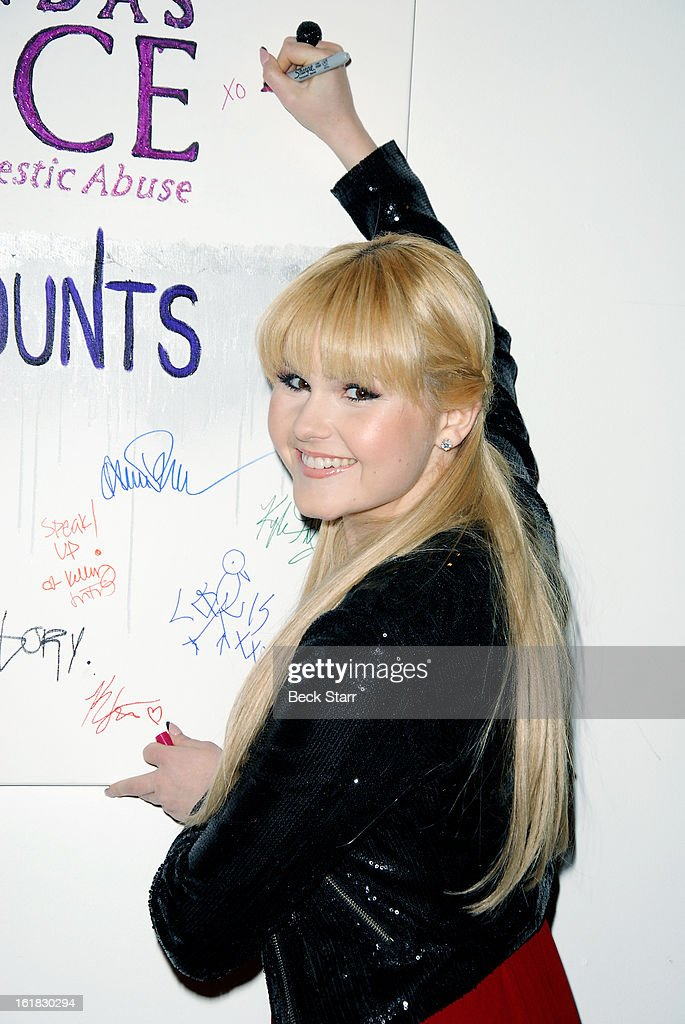 Pop recording artist Ashlee Keating arrives at Linda's Voice live art auction at LAB ART Gallery on February 16, 2013 in Los Angeles, California.