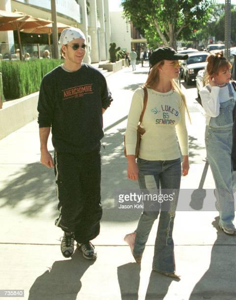 Pop singer Britney Spears and Justin Timberlake of ''N SYNC leave the Newsroom restaurant after having lunch together January 4 2001 in Beverly Hills...