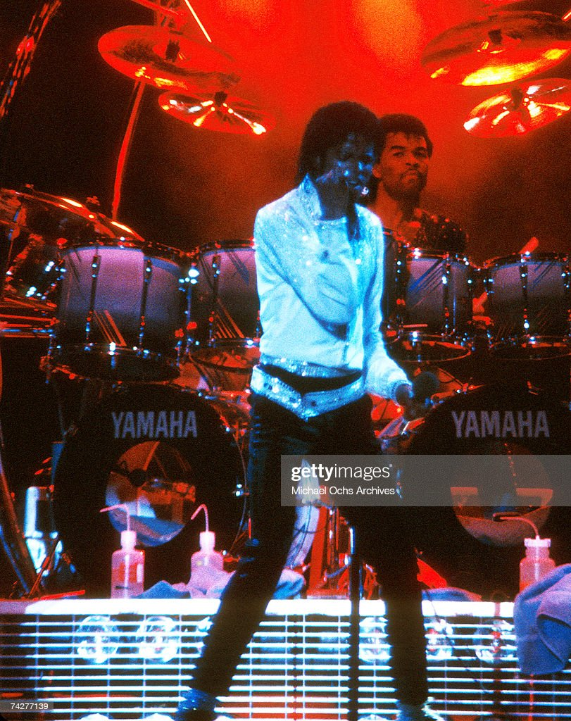 Pop singer <a gi-track='captionPersonalityLinkClicked' href=/galleries/search?phrase=Michael+Jackson&family=editorial&specificpeople=70011 ng-click='$event.stopPropagation()'>Michael Jackson</a> of the R&B quintet 'Jackson 5' performs onstage during the 'Victory Tour' in December 1984 in Los Angeles, California.