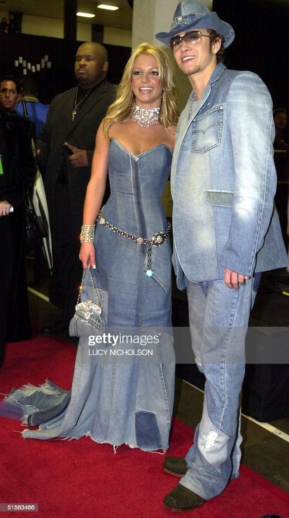 Pop star Britney Spears (l) and her boyfriend, singer Justin Timberlake of the group NSYNC arrive backstage at the 28th Annual American Music Awards 08 January 2001 in Los Angeles. Spears is co-hosting the award show this year along with rapper/actor LL Cool J. AFP Photo Lucy NICHOLSON