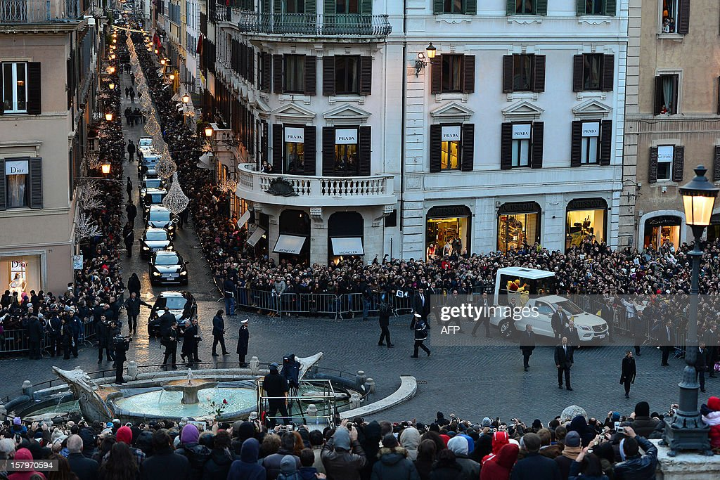 Pope Benedict XVI arrives at Piazza di Spagna in his 'popemobile' before a prayer at the statue of virgin Mary during the annual feast of the Immaculate Conception at Piazza di Spagna (Spanish Steps) in Rome on December 8, 2012 on the day dedicated to virgin Mary. AFP PHOTO / GABRIEL BOUYS