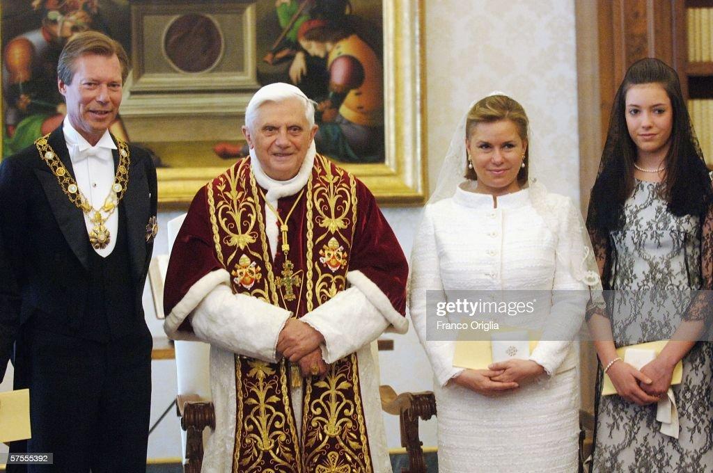 Pope Benedict XVI meets Grand Duke Henri of Luxemburg, Grand Duchess Maria-Teresa of Luxemburg and Princess Alexandra at his private library, May 8, 2006, in Vatican City.