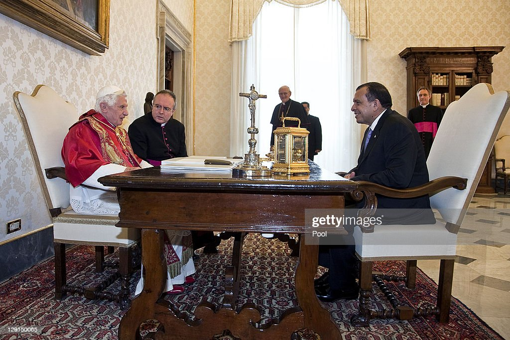 Pope Benedict XVI (L) meets with Honduran President <a gi-track='captionPersonalityLinkClicked' href=/galleries/search?phrase=Porfirio+Lobo+Sosa&family=editorial&specificpeople=5623083 ng-click='$event.stopPropagation()'>Porfirio Lobo Sosa</a> (R) at the Pope's private library on October 13, 2011 in Vatican City the Vatican.