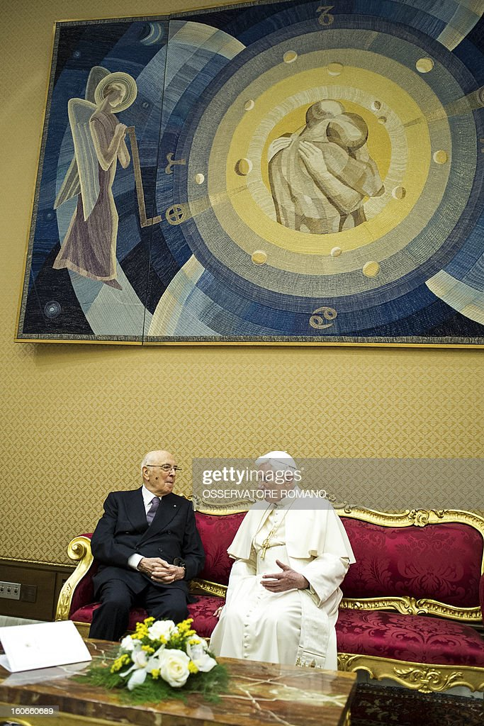 Pope Benedict XVI (R) speaks with Italy's president Giorgio Napolitano in a private room before the concert by the Orchestra del Maggio Fiorentino, directed by Indian conductor Zubin Metha, to celebrate the 84th Lateran pact's anniversary on February 4, 2013, in the Vatican city. AFP PHOTO / HO / OSSERVATORE ROMANO