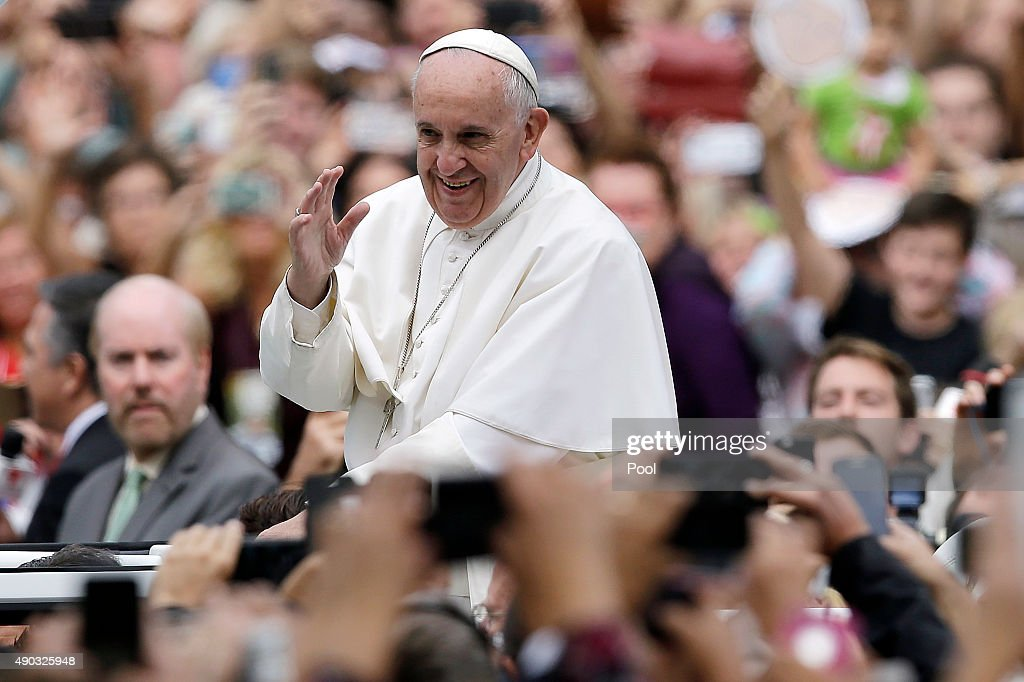 Pope Francis acknowledges faithful as he parades on his way to celebrate Sunday Mass at Benjamin Franklin Parkway September 27, 2015 in Philadelphia, Pennsylvania. Pope Francis concludes his tour of the U.S. with events in Philadelphia on Saturday and Sunday.