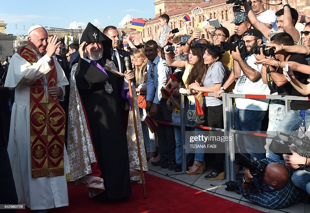 Pope Francis and Catholicos of All Armenians Karekin II arrive for an open-air prayer for peace in Yerevan's Republic Square on June 25, 2016. / AFP / TIZIANA