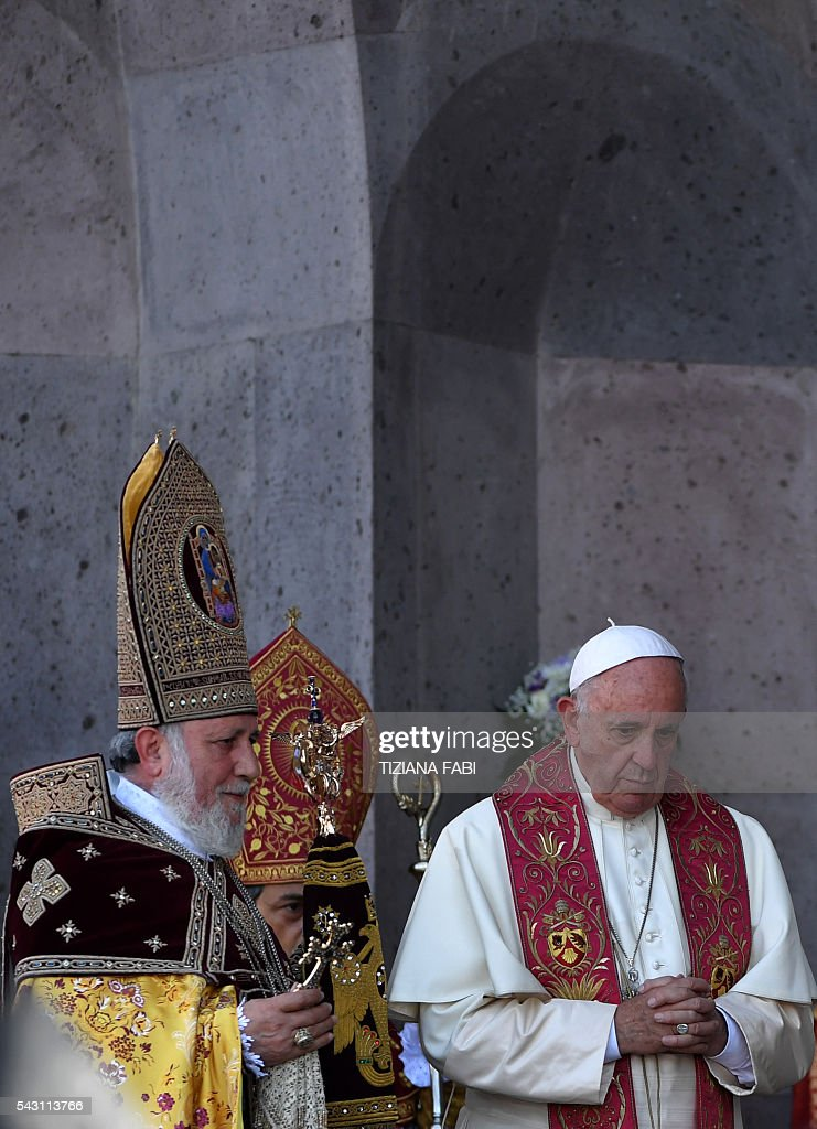 Pope Francis and Catholicos of All Armenians Karekin attend the Divine Liturgy at the Apostolic Cathedral in Etchmiadzin, outside Yerevan, on June 26, 2016. / AFP / TIZIANA