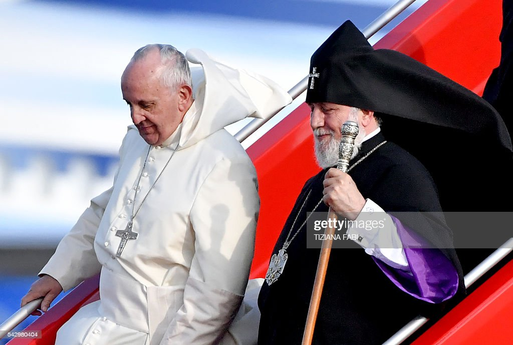 Pope Francis and Catholicos of All Armenians Karekin II step off a plane upon arrival at Yerevan's Zvartnots Airport on June 25, 2016. / AFP / POOL / Tiziana FABI