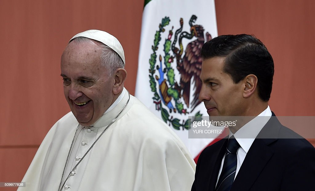 Pope Francis (L) and Mexico's President Enrique Pena Nieto leave the National Palace on February 13, 2016 in Mexico City. Pope Francis called on Mexico's leaders Saturday to provide 'true justice' and security to citizens hit by drug violence as he addressed a National Palace packed with politicians. AFP PHOTO/ Yuri CORTEZ / AFP / YURI CORTEZ