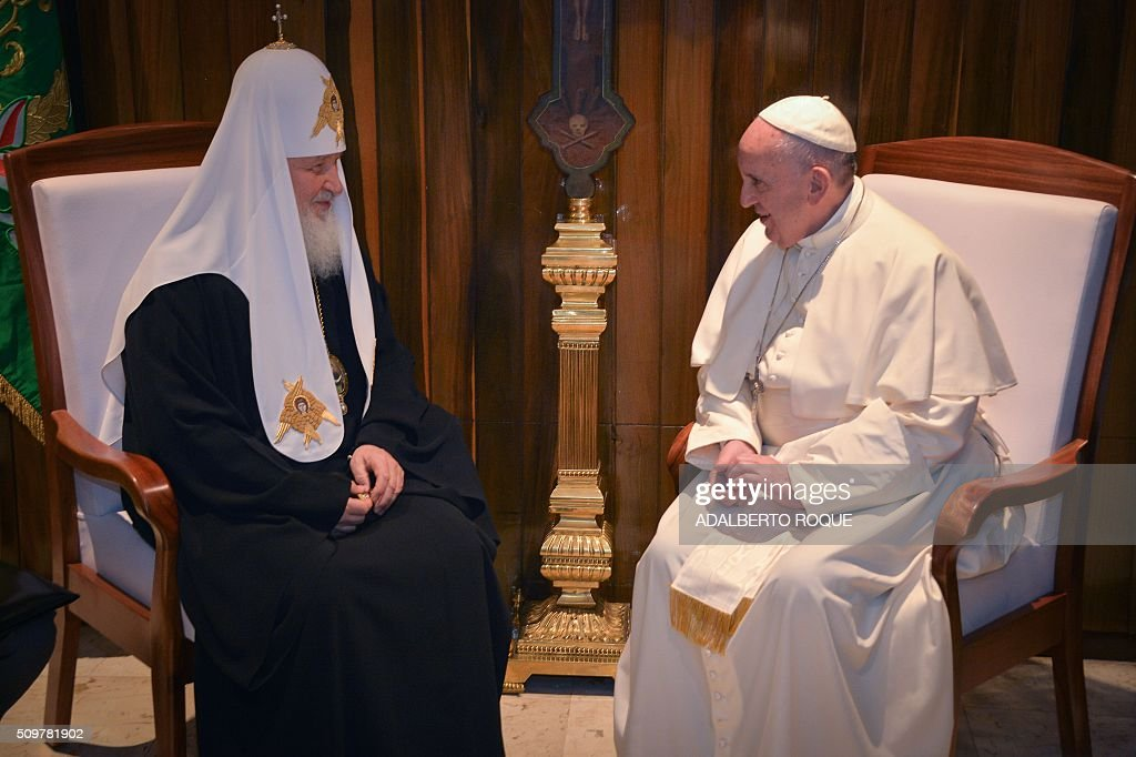 Pope Francis (R) and the head of the Russian Orthodox Church, Patriarch Kirill, speak during a historic meeting in Havana on February 12, 2016. Pope Francis and Russian Orthodox Patriarch Kirill kissed each other and sat down together Friday for the first meeting between their two branches of the church in nearly a thousand years. Francis, 79, in white robes and a skullcap and Kirill, 69, in black robes and a white headdress, exchanged kisses and embraced before sitting down smiling for the historic meeting at Havana airport. AFP PHOTO / ADALBERTO ROQUE / AFP / POOL / ADALBERTO ROQUE