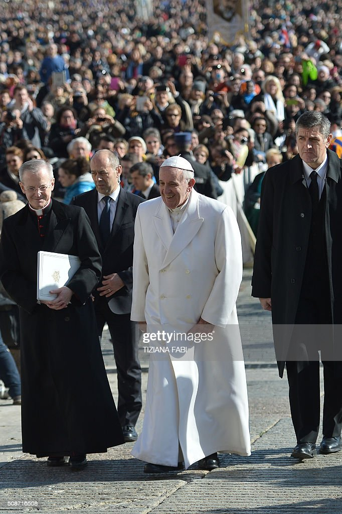 Pope Francis (C) arrives for an audience to the Padre Pio Prayer Groups, on February 6, 2016 in Vatican. Pio was revered during his lifetime (1887-1968) and his popularity has continued to grow since his death, particularly in Italy, where mini-statues and pictures of the mystical Capuchin friar are ubiquitous. / AFP / TIZIANA FABI