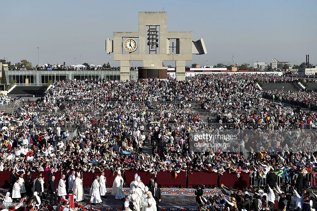Pope Francis arrives to celebrate Holy Mass in the Basilica of Our Lady of Guadalupe in Mexico on February 13, 2016. Pope Francis is in Mexico for a trip encompassing two of the defining themes of his papacy: bridge-building diplomacy and his concern for migrants seeking a better life. AFP PHOTO / GABRIEL BOUYS / AFP / GABRIEL BOUYS