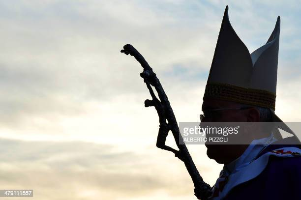 Pope Francis arrives to lead a mass at the parish of Santa Maria dell'Orazione in Guidonia Montecelio near Rome on March 16 2014 AFP PHOTO / ALBERTO...