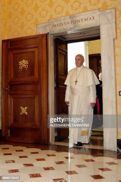 Pope Francis arrives to meet in a private audience Dutch King WillemAlexander and Queen Maxima at the Vatican on June 22 2017 / AFP PHOTO / POOL /...