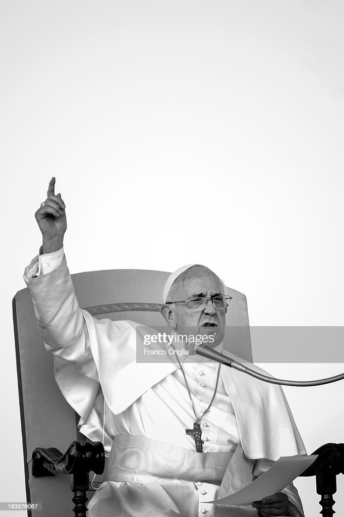 <a gi-track='captionPersonalityLinkClicked' href=/galleries/search?phrase=Pope+Francis&family=editorial&specificpeople=2499404 ng-click='$event.stopPropagation()'>Pope Francis</a> attends his weekly General Audience in St. Peter's Square on September 11, 2013 in Vatican City, Vatican. After the success of his Social networking accounts of Twitter and Facebook, <a gi-track='captionPersonalityLinkClicked' href=/galleries/search?phrase=Pope+Francis&family=editorial&specificpeople=2499404 ng-click='$event.stopPropagation()'>Pope Francis</a> joined Instagram, reporting today more than 8000 followers.