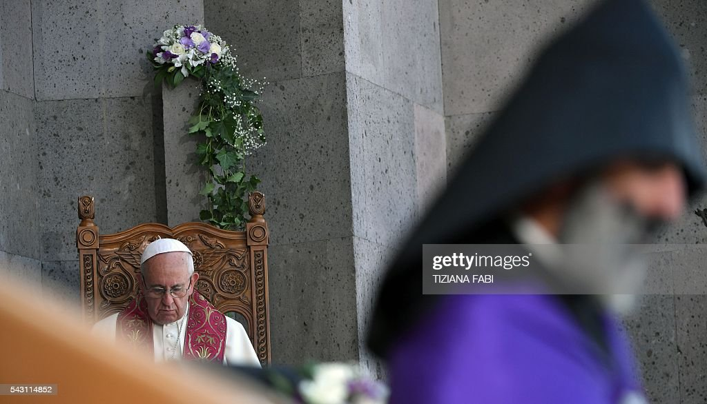 Pope Francis attends the Divine Liturgy celebrated by Catholicos of All Armenians Karekin II (not pictured) at the Apostolic Cathedral in Etchmiadzin, outside Yerevan, on June 26, 2016. / AFP / TIZIANA
