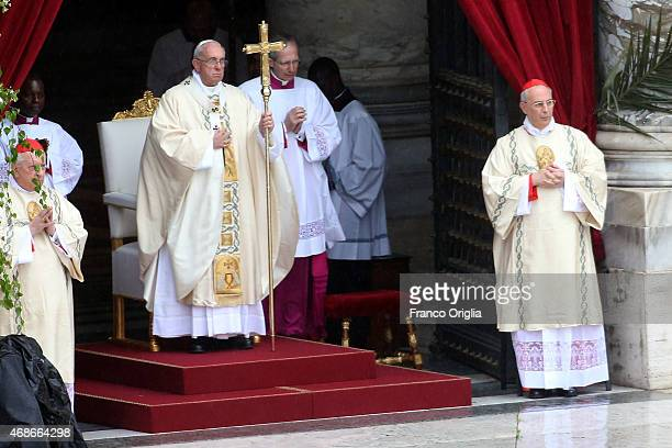 Pope Francis attends the Easter Mass at St Peter's Square on April 5 2015 in Vatican City Vatican Tens of thousands of people gathered in Saint...