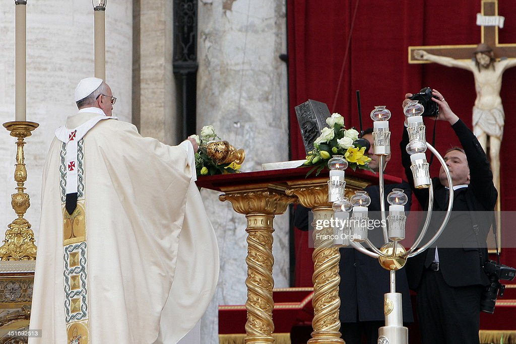 <a gi-track='captionPersonalityLinkClicked' href=/galleries/search?phrase=Pope+Francis&family=editorial&specificpeople=2499404 ng-click='$event.stopPropagation()'>Pope Francis</a> blesses relics of St. Peter the apostle, (fragments of bone) for the veneration of believers (for the first time in nearly 2,000 years), during the end of the Solemnity of Christ the King in St. Peter's square on November 24, 2013 in Vatican City, Vatican. Today's solemnity of Our Lord Jesus Christ, King of the Universe, the crowning of the liturgical year, marks the conclusion of the Year of Faith proclaimed earlier by Pope emeritus Benedict XVI in the last year of his reign.