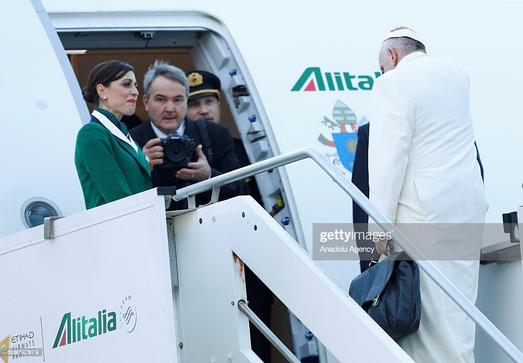 Pope Francis boards a plane to Cuba, where he is scheduled to meet Russian Orthodox Patriarch Kirill, before to continue for a week-long trip to Mexico, at Rome's Fiumicino international airport, 12 February 2016. Photo Riccardo De Luca/Anadolu