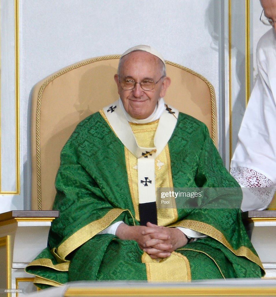Pope Francis celebrates mass at the World Meeting of Families at Benjamin Franklin Parkway September 27, 2015 n Philadelphia, Pennsylvania. Philadelphia will be the final stop of a five-day trip to the U.S. which included stops in Washington D.C. and New York following a three-day stay in Cuba.
