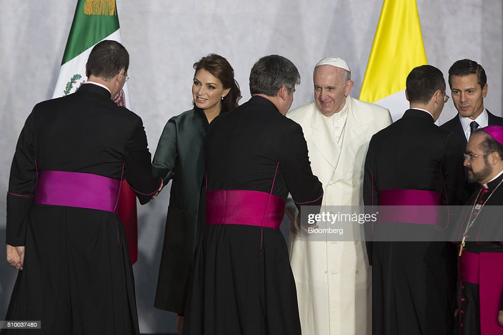 Pope Francis, center, Enrique Pena Nieto, Mexico's president, right, and Pena Nieto's wife, Angelica Rivera, second left, greet the Vatican cabinet during the welcoming ceremony at The National Palace in Mexico City, Mexico on Saturday, Feb. 13, 2016. Pope Francis is scheduled to celebrate mass at the Basilica of Guadalupe on Saturday night during his trip to Mexico which runs through Wednesday. Photographer: Susana Gonzalez/Bloomberg via Getty Images