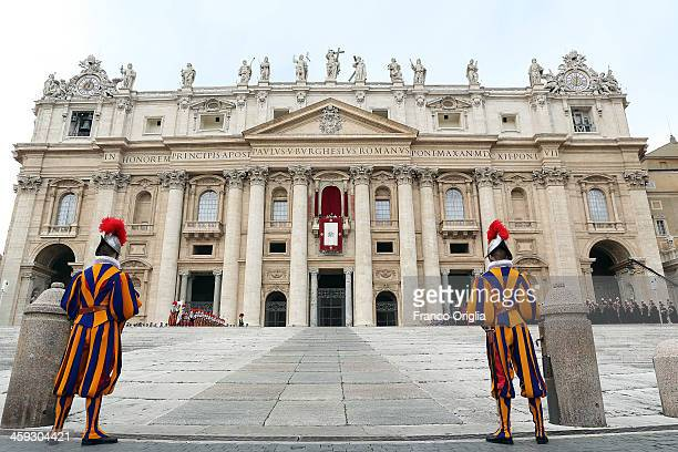 Pope Francis delivers his Christmas Day message from the central balcony of St Peter's Basilica on December 25 2013 in Vatican City Vatican The 'Urbi...