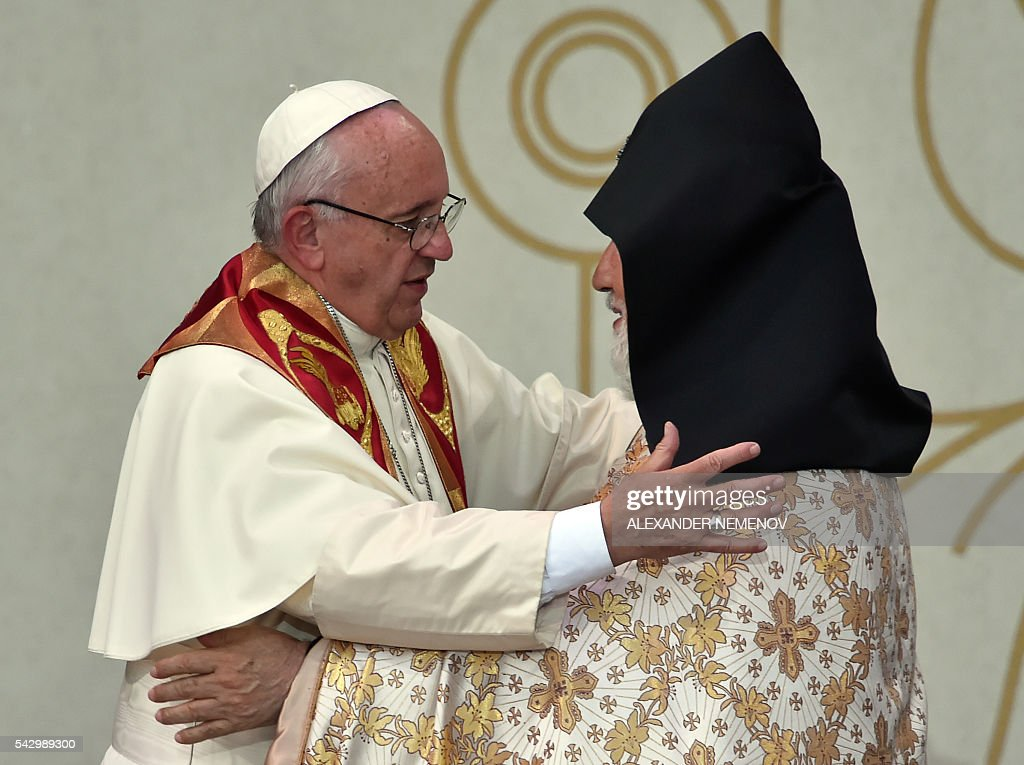 Pope Francis embraces Catholicos of All Armenians Karekin II as they attend an ecumenical meeting and a prayer for peace in Yerevan's Republic Square on June 25, 2016. / AFP / ALEXANDER