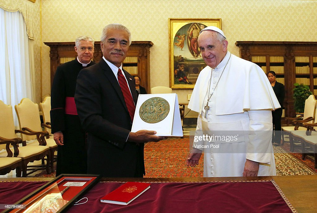 <a gi-track='captionPersonalityLinkClicked' href=/galleries/search?phrase=Pope+Francis&family=editorial&specificpeople=2499404 ng-click='$event.stopPropagation()'>Pope Francis</a> exchanges gifts with President of Kiribati <a gi-track='captionPersonalityLinkClicked' href=/galleries/search?phrase=Anote+Tong&family=editorial&specificpeople=626128 ng-click='$event.stopPropagation()'>Anote Tong</a> on February 5, 2015 in Vatican City, Vatican. During the talks, the emphasis was placed on the importance of the protection of the environment and on matters of climate change, which has worrying negative effects on the country, as in other Pacific States.