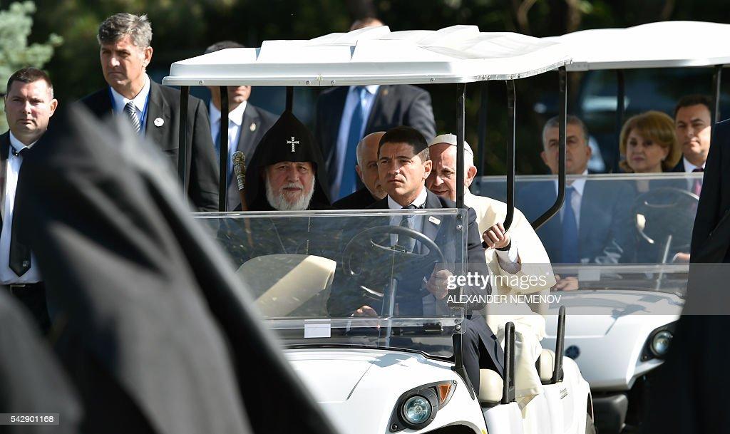 Pope Francis, flanked by Catholicos of All Armenians Karekin II, visits the Tsitsernakaberd Armenian Genocide Memorial in Yerevan on June 25, 2016. / AFP / ALEXANDER