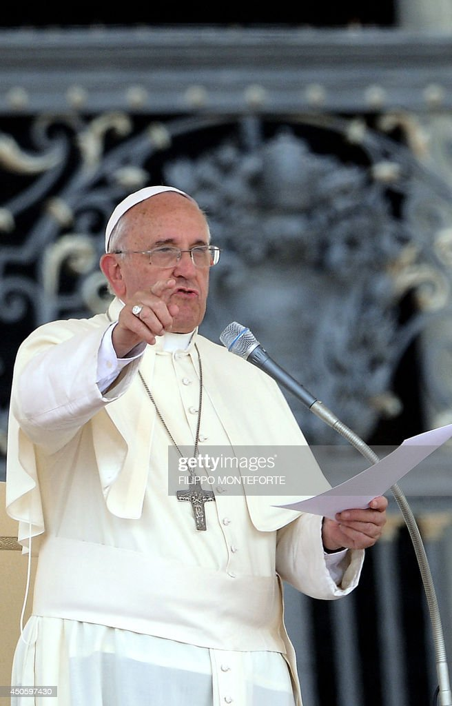 Pope Francis gestures as he delivers a speech from the porch in St.Peter's Square at the Vatican during an audience with Catholic volunteers of the Confederazione nazionale delle Misericordie D'Italia (National Confederation of Mercy of Italy) on June 14, 2014. AFP PHOTO / Filippo MONTEFORTE