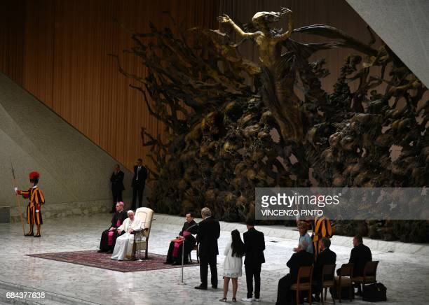 Pope Francis gives an audience to Huntingtons disease sufferers and their families on May 18 2017 in the Paul VI hall at the Vatican / AFP PHOTO /...