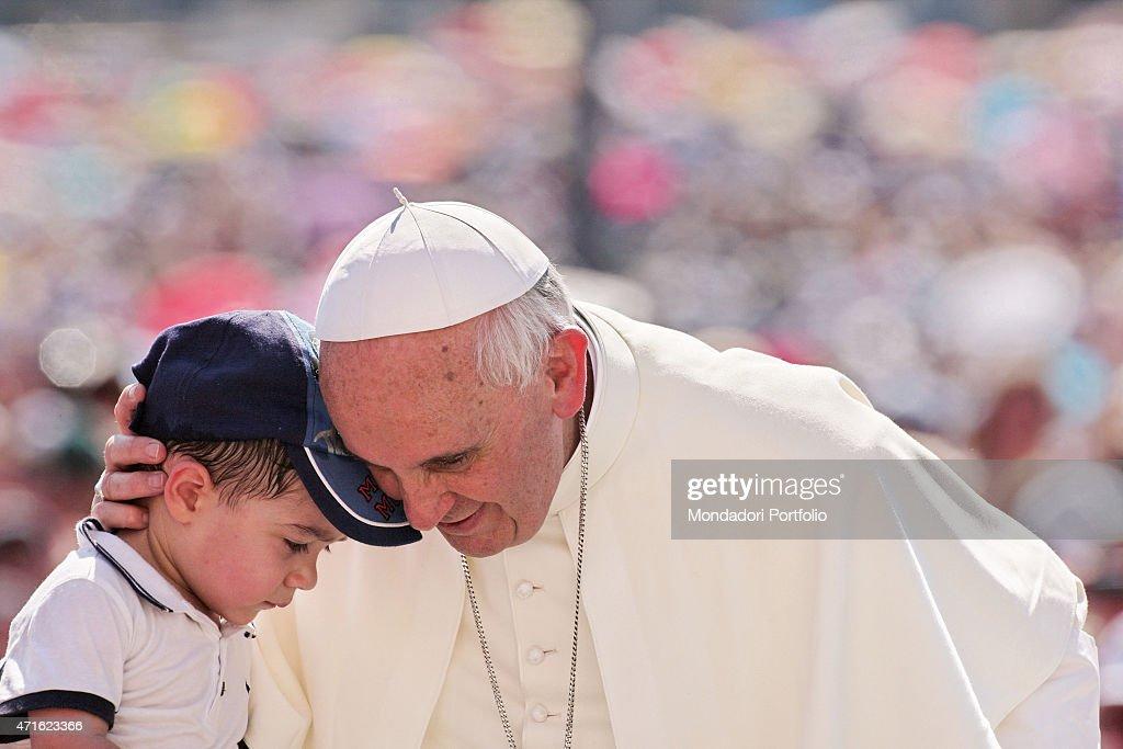 'Pope Francis (Jorge Mario Bergoglio) giving a large audience on Saint Peter's Square. Vatican City, 2014 (Photo by Grzegorz GalazkaArchivio Grzegorz GalazkaMondadori Portfolio via Getty Images)'