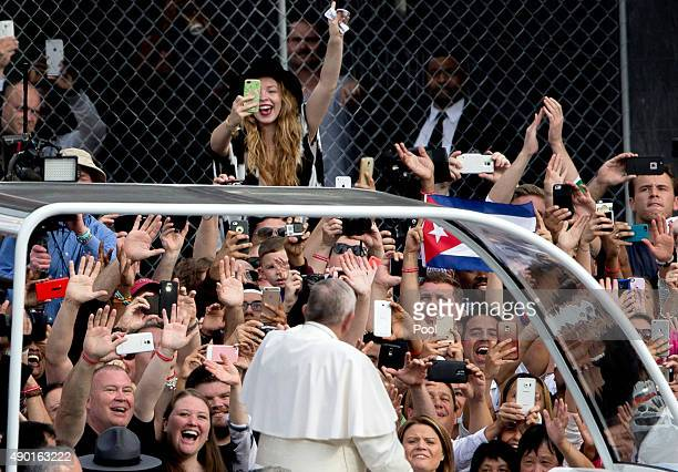Pope Francis greets the crowd from the Pope Mobile as he arrives at Independence Mall on September 26 2015 in Philadelphia Pennsylvania After...