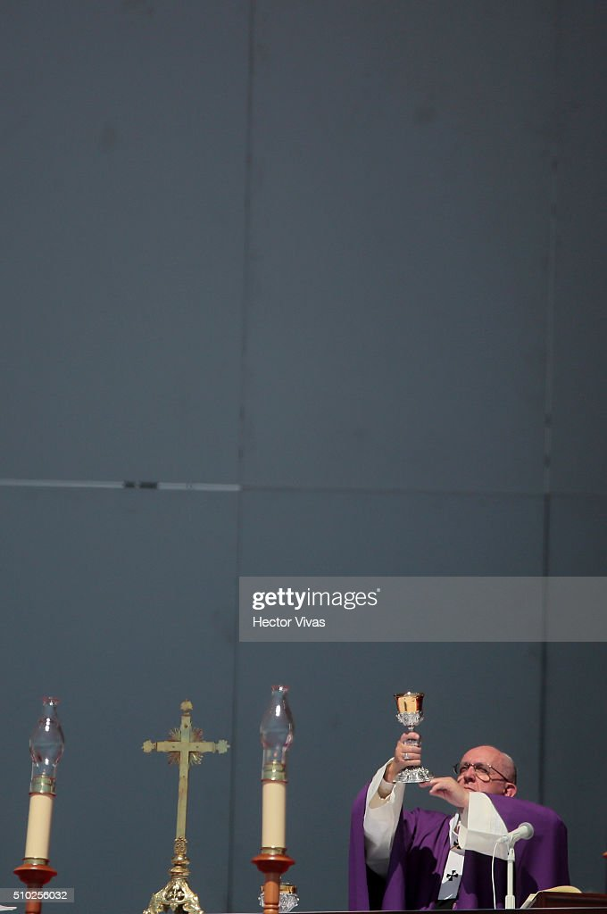 <a gi-track='captionPersonalityLinkClicked' href=/galleries/search?phrase=Pope+Francis&family=editorial&specificpeople=2499404 ng-click='$event.stopPropagation()'>Pope Francis</a> hands the chalice during a mass for the people at Ecatepec on February 14, 2016 in Ecatepec, Mexico. <a gi-track='captionPersonalityLinkClicked' href=/galleries/search?phrase=Pope+Francis&family=editorial&specificpeople=2499404 ng-click='$event.stopPropagation()'>Pope Francis</a> is on a five days visit in Mexico from February 12 to 17 where he is expected to visit five states.