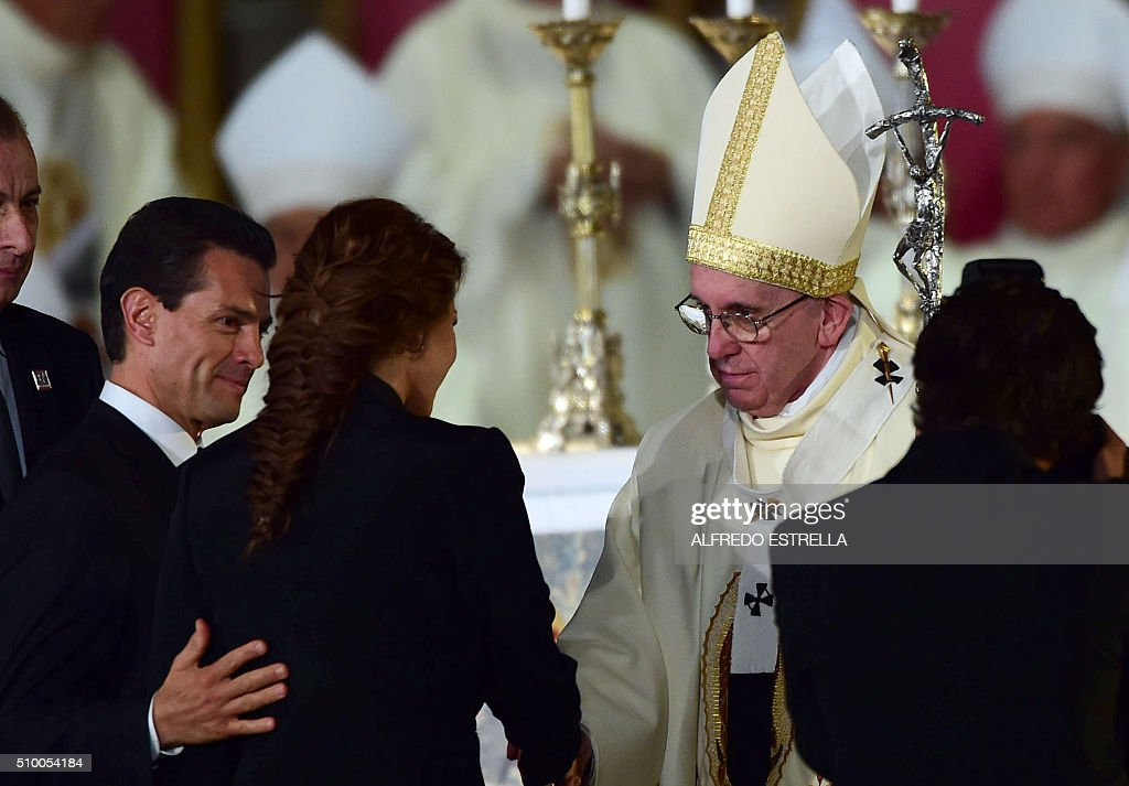Pope Francis (R) is greeted by Mexico's President Enrique Pena Nieto and his wife Angelica Rivera during an open-air mass at the Guadalupe Basilica in Mexico City on February 13, 2016. The pope urged Mexican bishops Saturday to take on drug trafficking with 'prophetic courage,' warning that it represents a moral challenge to society and the church. AFP PHOTO / Alfredo ESTRELLA / AFP / ALFREDO ESTRELLA