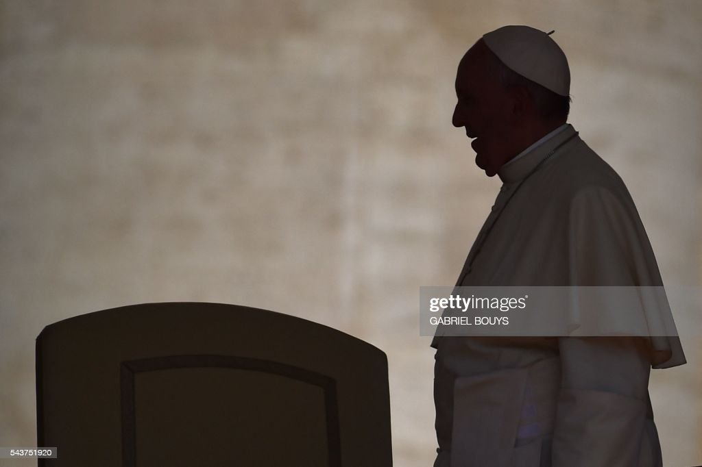 Pope Francis is silhouetted as he arrives for a Jubilee audience at St Peter's square on June 30, 2016 in Vatican. / AFP / GABRIEL