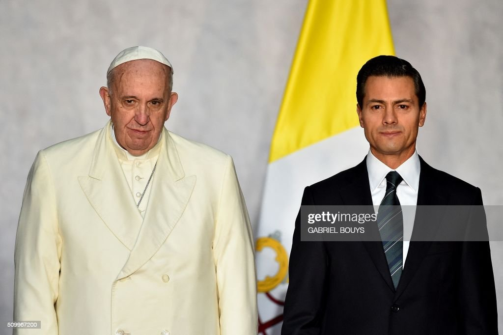 Pope Francis is welcomed by Mexican President Enrique Pena Nieto (R) at the National Palace in Mexico on February 13, 2016. Francis on Saturday became the first pope to enter Mexico's National Palace to meet the president, marking a new step in church-state reconciliation in a staunchly Catholic nation hit by violence and poverty. AFP PHOTO / GABRIEL BOUYS / AFP / GABRIEL BOUYS