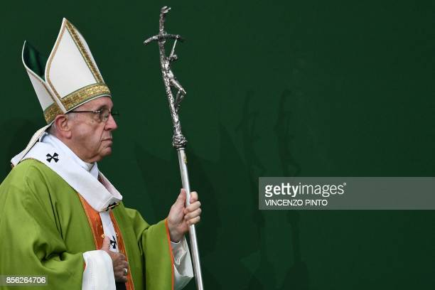 Pope Francis leads a mass at the Renato Dall'Ara Stadium during a pastoral visit on October 1 2017 in Bologna / AFP PHOTO / Vincenzo PINTO