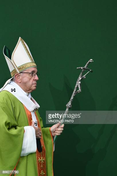 Pope Francis leads a mass at the Renato Dall'Ara Stadium on October 1 2017 during a pastoral visit in Bologna / AFP PHOTO / Vincenzo PINTO