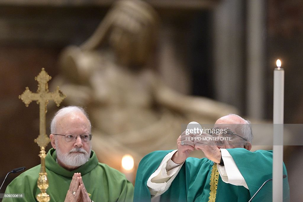 Pope Francis (R) leads a mass for the Capuchin monks on February 9, 2016 at St Peter's basilica in Vatican where the embalmed corpses of two Catholic saints, Italian friar Padre Pio and Leopold Mandic are on display until February 11. Pio was revered during his lifetime (1887-1968) and his popularity has continued to grow since his death, particularly in Italy, where mini-statues and pictures of the mystical Capuchin friar are ubiquitous. / AFP / FILIPPO MONTEFORTE