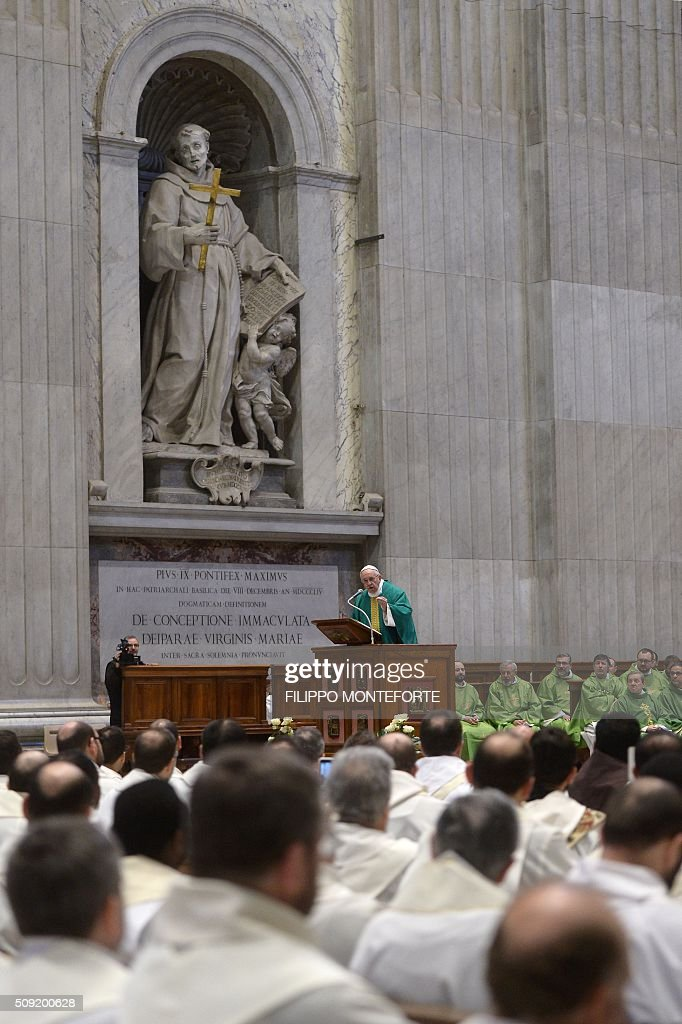 Pope Francis leads a mass for the Capuchin monks on February 9, 2016 at St Peter's basilica in Vatican where the embalmed corpses of two Catholic saints, Italian friar Padre Pio and Leopold Mandic are on display until February 11. Pio was revered during his lifetime (1887-1968) and his popularity has continued to grow since his death, particularly in Italy, where mini-statues and pictures of the mystical Capuchin friar are ubiquitous. / AFP / FILIPPO MONTEFORTE