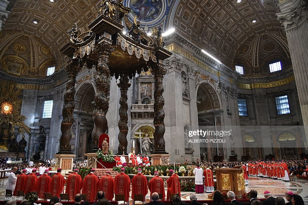 Pope Francis (C) leads a mass for the Solemnity of Saints Peter and Paul on June 29, 2016 at St Peter's basilica. On this occasion Pope Francis blesses the pallium for the new Metropolitan Archbishops. / AFP / ALBERTO