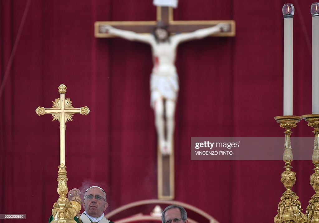 Pope Francis leads a mass on the occasion of the Jubilee of Deacons, on May 29, 2016 in Vatican. / AFP / VINCENZO