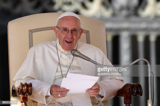 Pope Francis leads his weekly general audience on St Peter's square on October 11 2017 at the Vatican / AFP PHOTO / Alberto PIZZOLI